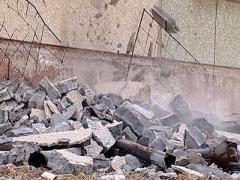 В Мариуполе в результате падения бетонной стены недостроя погиб ребенок