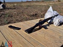 """""""Полиция ДНР"""" нашла в авто в центре Донецка автомат Калашникова, три гранаты и десятки патронов"""