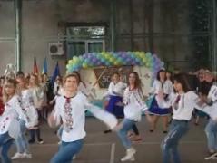 Танець київських вчителів підірвав Інтернет (ВІДЕО)