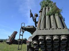 """Артилеристи в зоні АТО провели тренування переміщення систем залпового вогню """"Ураган"""" (ВІДЕО)"""