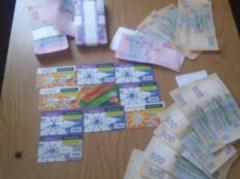 """На КПВВ """"Гнутово"""" пограничники пресекли вывоз в """"ДНР"""" крупной суммы денег и банковских карт"""