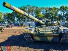 В оккупированном Торезе боевики снова организовали танковый биатлон
