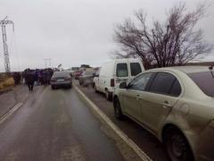 """Ситуация на КПВВ: большие очереди в """"Марьинке"""" и """"Зайцево"""""""