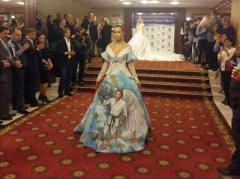 """Дна нет: платье с """"ликом царя"""" на форуме в честь дня рождения Путина"""