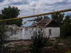 На окраине Донецка снаряд попал в жилой дом