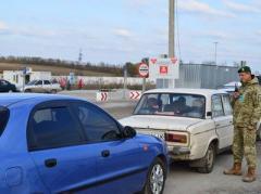 """До """"ДНР"""" не доїхало 4 авто"""