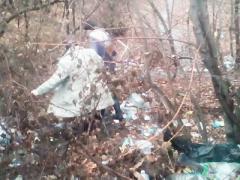 На КПВВ «Майорск» упавшая женщина чуть не подорвалась на мине. Военные «помогли», покрыв матом