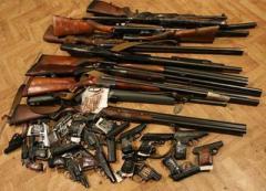 В полицию Донетчины пришли с 35 гранатами и свыше 100 пистолетами