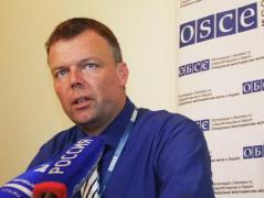 Хуг призвал украинскую власть сделать круглосуточной работу блокпостов на линии разграничения на Донбассе