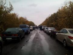 """На КПВВ """"Майорск"""" многотысячные очереди: люди и машины по два дня стоят под открытым небом"""