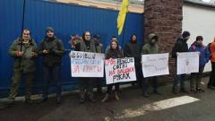 """Активисты проверяют каждое авто, выезжающее из Лукьяновского СИЗО, чтобы не допустить вывоза экс-""""беркутовцев"""""""