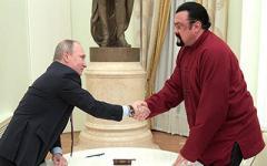 Голливудский актер получил от Путина российский паспорт