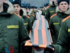 """В """"ДНР"""" сшили 300-метровую георгиевскую ленту и сдадут ее в музей"""