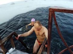 """Вчера в Донецке """"моржевали"""" и ставили рекорды (ФОТО)"""