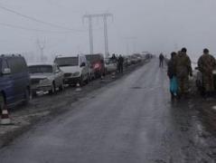 """НА КПВВ """"Майорск"""" и """"Марьинка"""" снова скопились огромные автомобильные очереди"""