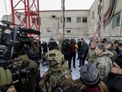 Порошенко поставил задачу восстановить вещание украинских телеканалов для жителей Донецка, Макеевки, Шахтерска