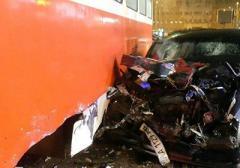 В Киеве водитель протаранил трамвай