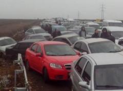 """КПВВ""""Майорск""""  - очереди, на """"Новотроицком"""" - """"полный ужас"""", на """"Марьинке"""" - машины в 6 рядов, пеших около тысячи человек - информация от очевидцев"""