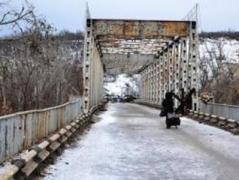 Боевики обстреляли пешеходный мост в Станице Луганской