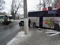 ДТП в Славянске: столкнулись два автобуса, есть пострадавший