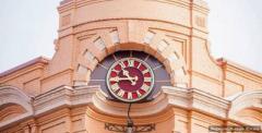 В Мариуполе появились необычные часы