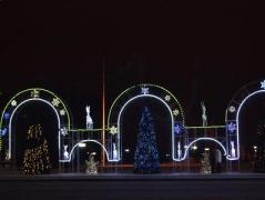 Лозунги Плотницкого, элитные корпоративы и нищета - оккупированный Луганск встретил Новый год