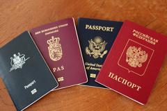 Зачем страны ЕС выдают украинцам свои паспорта
