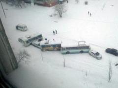 В оккупированной Горловке из-за гололеда произошло масштабное ДТП (ФОТО)