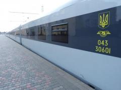 """""""Укрзализныця"""" 17 января отправит в Ивано-Франковск первый поезд с вагонами-трансформерами"""