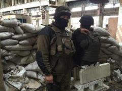Ночью оккупанты атаковали украинских военных в Авдеевской промзоне (ВИДЕО)