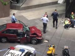 В австралийском Мельбурне автомобиль врезался в толпу, есть убитые и раненые
