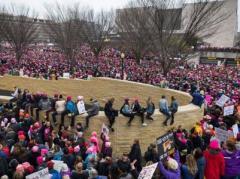 """""""Марш женщин"""" против  президента Трампа собрал сотни тысяч американцев"""
