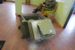 В Мариупольском похоронном бюро СБУ проводила обыск: взломали двери, изъяли деньги и документацию. ВИДЕО