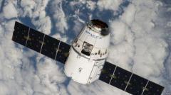 """Космический """"грузовик"""" Dragon не смог пристыковаться к МКС"""