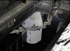 Грузовой корабль Dragon все же состыковался с МКС