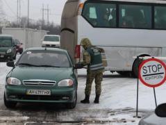 Покупка мест в очередях, проезд бывших боевиков через КПВВ за взятки - очевидец рассказал о коррупции на блокпостах в Донбассе