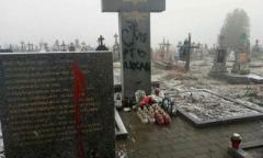 За выходные на Львовщине дважды осквернили памятники погибшим полякам
