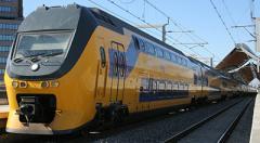 Поезд смел с пути автомобиль: есть жертвы — видео