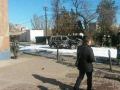 В Мариуполе взорвался джип, водитель погиб (ФОТО)