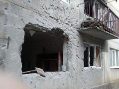 В результате вчерашних обстрелов в прифронтовой Красногоровке пострадали три дома (ФОТО)