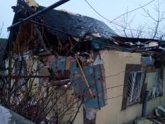 Обстрелы продолжаются - ДНРовцы обвинили в повреждениях домов и школы ВСУ