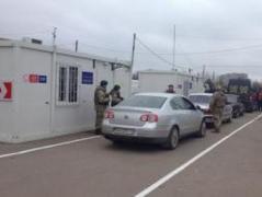 """На линии разграничения в Донбассе больше всего автомобилей скопилось на КПВВ """"Марьинка"""""""