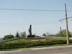 Фотофакт: в Краматорске памятник героям Гражданской войны украсили композицией в цветах национального флага