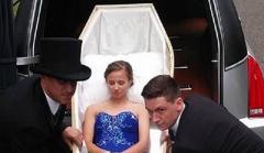 Американская старшеклассница приехала на выпускной в гробу (ВИДЕО)