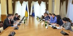 Луценко обсудил с послом Франции иностранные инвестиции в Украине