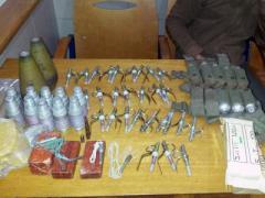 В Покровске задержали парня с огромным арсеналом взрывчатки и боеприпасов