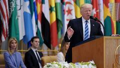 """Трамп потребовал от Ирана прекратить поддержку """"террористов и боевиков"""""""