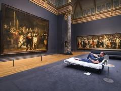 В Амстердаме посетителю музея разрешили провести ночь перед картиной Рембрандта