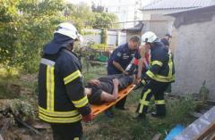 В Мариуполе на мужчину при разборке здания упала стена