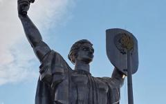"""Названа проблема, из-за которой не могут убрать герб СССР с монумента """"Родина-мать"""""""